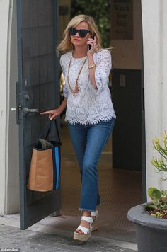 Who made Reese Witherspoon's white lace top, blue cat sunglasses, and key chain? Lace Top Outfits, Casual Outfits, Cute Outfits, Fashion Outfits, Fashion Weeks, Reese Witherspoon Style, Preppy Style, My Style, Blouse Styles