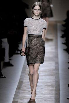 Valentino Spring 2011 Ready-to-Wear Collection Photos - Vogue#25