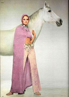 pink fashion this is so over the top its stunning! Seventies Fashion, 70s Fashion, Vintage Fashion, Vintage Couture, Fashion Shoot, Patti Hansen, Lauren Hutton, Pink Fashion, Fashion Beauty