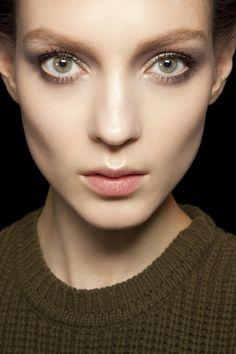 Makijaże, dzienny smokey eyes, Valentino, fot. ImaxTree