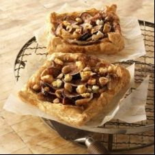 Caramelized onion, fig and Goat Cheese tartlerts
