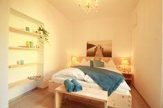 Zirbenbett aus unserer Tischlerei im Apartment Salzkammergut in Bad Ischl bei Familie Braumandl. Gefertigt aus österreichischem Zirbenholz.