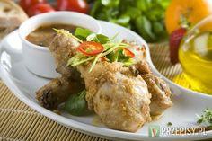 Kurczaka dokładnie umyj i osusz. Następnie skrop polową olejem, natrzyj startym czosnkiem i oprósz wszystkimi przyprawami.  Następnie mięso oprósz dokładnie mąką, skrop pozostałym olejem i  ułóż w naczyniu żaroodpornym. Piecz w temperaturze 160 stopni przez 30 minut. Następnie zwiększ temperaturę do 180 stopni i piecz kolejne 15 minut aby skórka na mięsie zrobiła się chrupiąca.  W tym czasie połącz sok ananasowy z Fixem Knorr. Dokładnie wymieszaj.  Dodaj do sosu ananasa pokrojonego w drobną ... Tacos, Curry, Pork, Mexican, Meat, Ethnic Recipes, Kale Stir Fry, Curries, Pork Chops