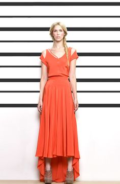 There is something both very Oregon Trail and Arizona Muse about this Gretchen Jones dress. Tangerine Dress, Orange Dress, Queen Dress, Dress Up, Goddess Dress, Passion For Fashion, Fashion Design, Fashion Trends, Style Inspiration