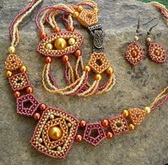 Vezsuzsi beads: Necklace