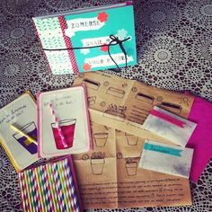 Currently, the rain pouring from the sky and thunder, but a week ago, when the sun still shining, I made this summer for Rachèl snail mail. Containing these summer cards, cozy straws and flowers & herbs seeds with instructions. See below for more photos.