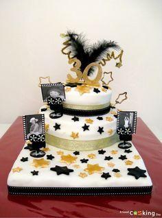 Gâteau d'anniversaire pièce montée pour trente personnes sur le thème du cinéma