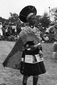 Africa | Zulu woman. South Africa. || Vintage postcard; ca. 1950s