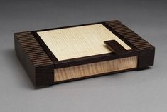 Kauhaus 83 has a selection of hand crafted wooden accessories by Raymond Bock, including boxes, bowls, and accessories for you table and desk. Small Wooden Boxes, Wooden Jewelry Boxes, Wood Boxes, Art Boxes, Wooden Box Plans, Wooden Box Designs, Box Maker, Woodworking Inspiration, Woodworking Box