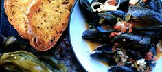 Easy 15 Minute Buttery Hatch Chile Steamed Mussels | Suitcase Foodist