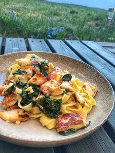 Chili haloumi pasta with black cabbage Veggie Recipes, Vegetarian Recipes, Cooking Recipes, Healthy Recipes, I Love Food, Good Food, Yummy Food, Halloumi Pasta, Food Cravings