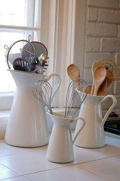 les pichets SOCKERÄRT font de très beaux pots pour exposer les ustensiles de cuisine, joliment. 9.99, 14.99 et 19.99$