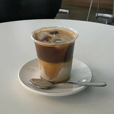 Coffee And Books, Coffee Love, Coffee Break, Iced Coffee, Coffee Drinks, Coffee Shop, Aesthetic Coffee, Aesthetic Food, Coffee Pictures