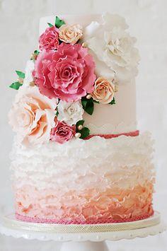 Hochzeitstorte mit Ombre Muster und Hippie Flair | Friedatheres.com