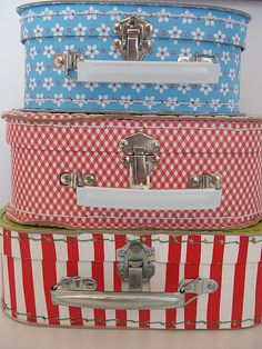 I'm a sucker for these little suitcases... especially the gingham one!