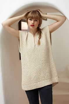 simple tunic - it's knitted but I might be able to improvise crochet squares into something similar. Simple Tunic, Knit Vest, Knit Fashion, Look Chic, Crochet Clothes, Knitting Projects, Couture, Dame, Knitwear