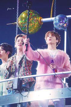 Jimin and Jungkook. Sjkshjahshkkj they're so freaking handsome 🔥 Jikook, Jimin Jungkook, Bts Bangtan Boy, Namjoon, Taehyung, K Pop, Fandom, Bts Big Hit, Bts Twt