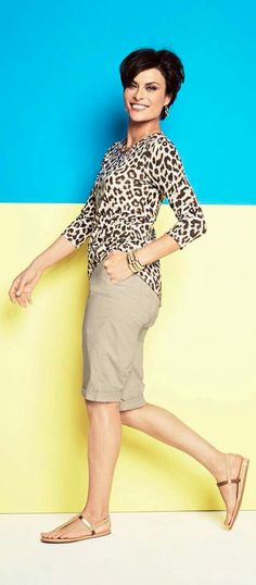 spring fashion for women over 50 tips Short Outfits, Summer Outfits, Casual Outfits, Cute Outfits, Fashion Outfits, Over 50 Womens Fashion, Fashion Over 50, 60 Fashion, Chicos Fashion