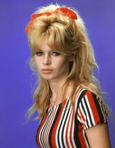La chevelure sauvageonne de Brigitte Bardot en 1962
