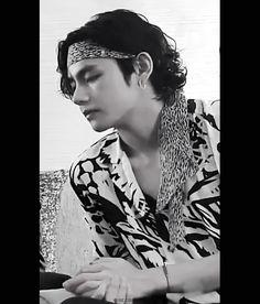 Handsome Faces, V Taehyung, Vmin, Most Beautiful Man, Kpop Aesthetic, Record Producer, Bts Boys, Korean Singer, Taekook