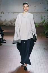 Jil Sander Fall 2019 Ready-to-Wear Fashion Show Collection: See the complete Jil Sander Fall 2019 Ready-to-Wear collection. Look 45 Jil Sander, Vogue, Runway Fashion, Womens Fashion, Fall Fashion, Couture, Fashion Show Collection, Express Dresses, Models