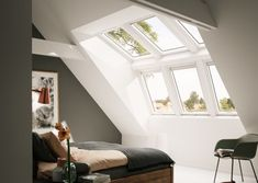 How to Convert Your Attic Into Living Space? Bedroom Wall Colors, Bedroom Green, Bedroom Ideas, Loft Room, Bedroom Loft, Barn Renovation, Attic Bedrooms, Roof Window, Attic Conversion