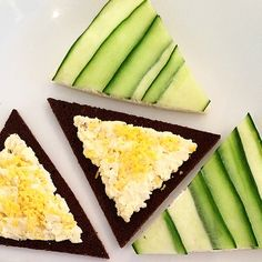 Trójkątne jajeczko w Ww. #eggs #easter #easterfood #jajo #życzenia #wesołychswiąt #wiosna #kanapeczki #foodandflowers #martystyle #martagessler #miłegodnia