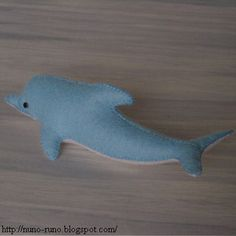 Free pattern & tutorial for felt dolphins