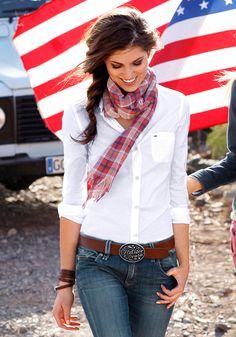 klassische Bluse von Hilfiger Denim taillierte Hemdbluse in elastischer Qualität Mit durchgehender Knopfleiste kleine Brusttasche mit Logostickerei Knöpfbare Manschetten