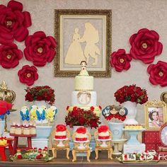 Decoração super fofa para o tema A Bela e a Fera by @artecoisaetalImagem e bolo @artedaka ! #loucaporfestas ...