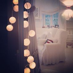 .@Villa Webb Lotta Wohnboutique | Happy Lights | Webstagram - the best Instagram viewer Happy Lights, Nordic Interior, Scandinavian Design, Interior Inspiration, Chandelier, Ceiling Lights, Curtains, Living Room, Lighting