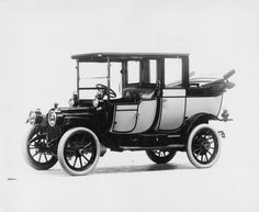 1912 Packard 18 Model NE landaulet, 4-cylinder, 26-horsepower, 112-inch wheelbase.