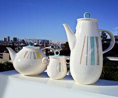 ► Vernon Kiln's Vernonware, Anytime, d: Elliot House, Rockwell Kent, Tertiary Color, Modern Dinnerware, Mcm Furniture, Vintage California, Vintage Dishes, Vernon, Pyrex, Household Items