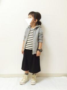 #KIDS #キッズコーデ #ボーダー #パーカー グレー #ガウチョパンツ #シンプル #モノトーン Little Girl Fashion, Toddler Fashion, Kids Fashion, Kawaii Fashion, Cute Fashion, Kids Suits, Baby Kind, Stylish Kids, Kid Styles