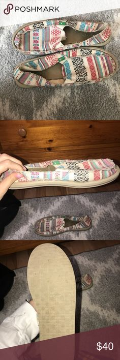 Sanuks💋 - Super pretty Print on the sanuks  - Barely worn  - Good condition  - Accepting reasonable offers Sanuk Shoes