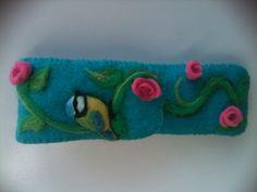 Little Bird with roses, needle felted purse Rozemarijn