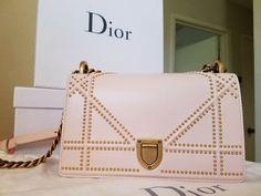 Coin Purse Wallet, Tote Purse, Dior Handbags, Tote Handbags, Dior Diorama Bag, Bags 2018, Canvas Wallet, Christian Dior Vintage, Small Handbags
