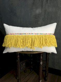 Beautiful Moroccan Pillow That Can Increase Your Home Beauty 660 Boho Pillows, Diy Pillows, Decorative Pillows, Cushions, Handmade Home Decor, Diy Home Decor, Moroccan Wedding Blanket, Diy Cushion, Interior Design Advice