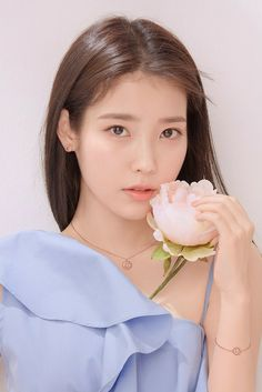 The Effective Pictures We Offer You About korean beauty tips A quality picture can tell you many thi Iu Short Hair, Short Hair Styles, Long Hair, Korean Celebrities, Celebs, Iu Twitter, Iu Fashion, Korean Actresses, Beautiful Asian Girls