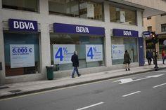 Los bancos están pasando por una tormenta perfecta, similar a la que otros sectores han vivido recientemente debido a la digitalización de la soc...