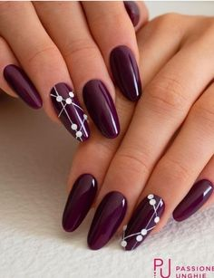 Semi-permanent varnish, false nails, patches: which manicure to choose? - My Nails Pretty Nail Art, Beautiful Nail Art, Gorgeous Nails, Classy Nails, Stylish Nails, Cute Nails, Burgundy Nails, Purple Nails, Burgandy Color