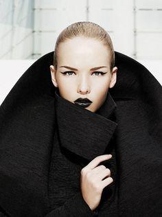 Draaama!  Love the black lips.