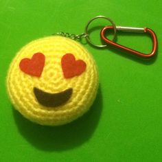 Learn to crochet this kawaii amigurumi Love Emoji bag charm, or keychain! By Sugar Pop Crochet. Love heart emoticon plushy pattern with step-by-step photos. Crochet Ball, Crochet Shell Stitch, Bead Crochet, Diy Crochet, Crochet Toys, Crochet Keychain, Crochet Bookmarks, Crochet Handbags, Crochet Purses