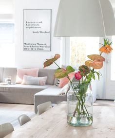 Dit is weer eens wat anders dan een bos #bloemen! Any thoughts about this? #flowers #interieur