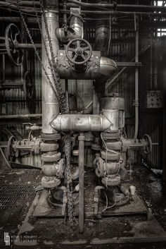 photo William McLaughlin - Purposeful Valve Microcosm Abandoned Buildings, Abandoned Places, Abandoned Homes, Abandoned Factory, Industrial Machinery, Industrial Architecture, Old Factory, Industrial Photography, Ex Machina