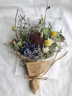 Winter Wedding Flowers, Rustic Wedding Flowers, Wedding Bouquets, Dried Flower Wreaths, Dried Flower Bouquet, Green Flowers, Beautiful Flowers, Flower Studio, Rustic Bouquet