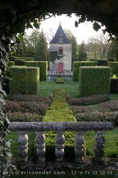 Eyrignac Gardens, France  gardendesigntravels.tumblr.com
