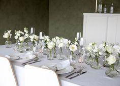 Hvite blomster er delikat og passe til de fleste anledninger.