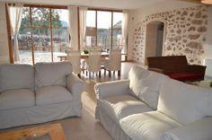 Lichtdurchflutetes Wohnzimmer mit integriertem Esszimmerbereich im eigenen #Ferienhaus auf #Mallorca
