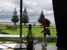 Naracoopa Holiday Cottages King Island Situated on King Island's East Coast, Naracoopa Holiday Cottages are set in a beautiful garden setting overlooking Sea Elephant Bay. The cottages are just 50 metres from the beach and include free WiFi and free parking.